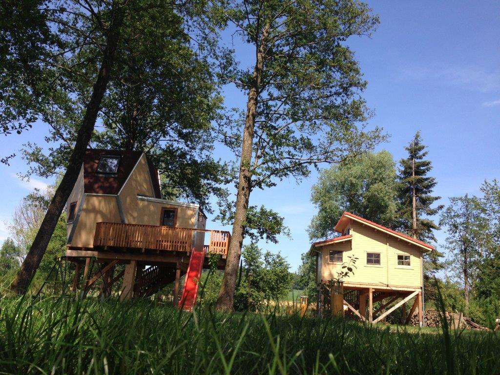 Zwei Baumhäuser (Baumhotel Auszeit)