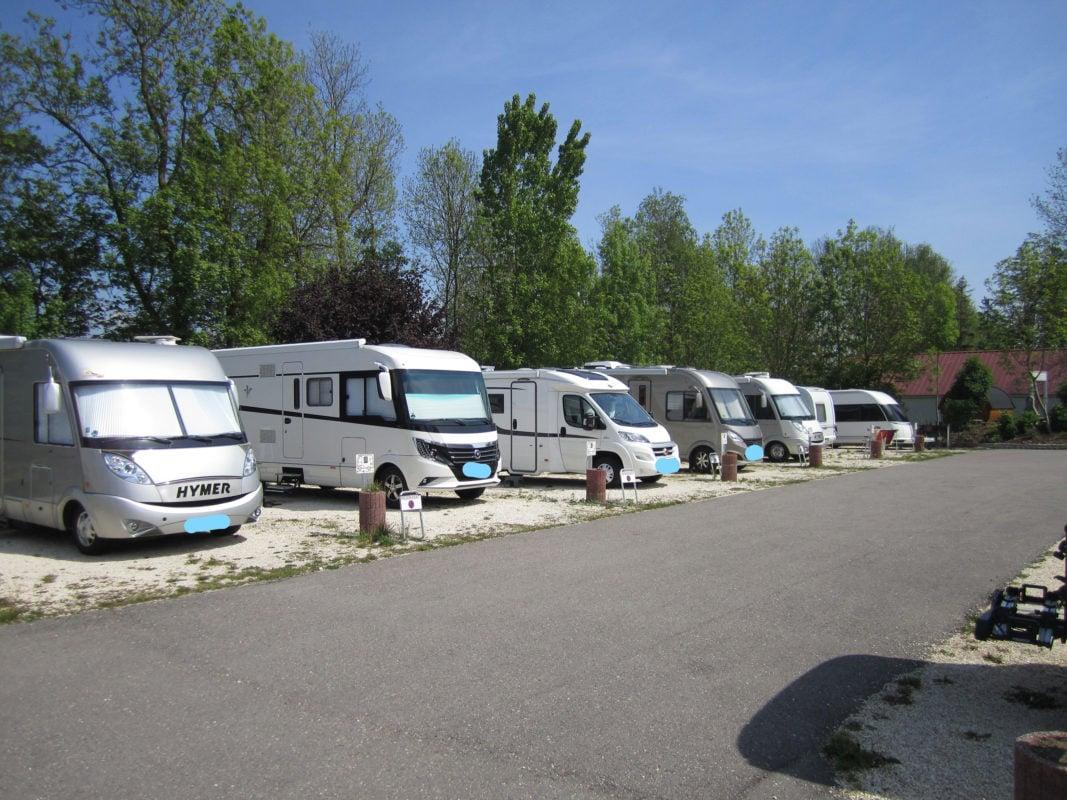 Wohnmobile (Camping Gutshof Donauried)