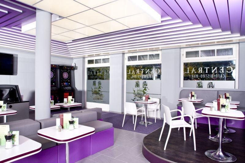 Central Café Bistro Bar Peiting Lila Lounge