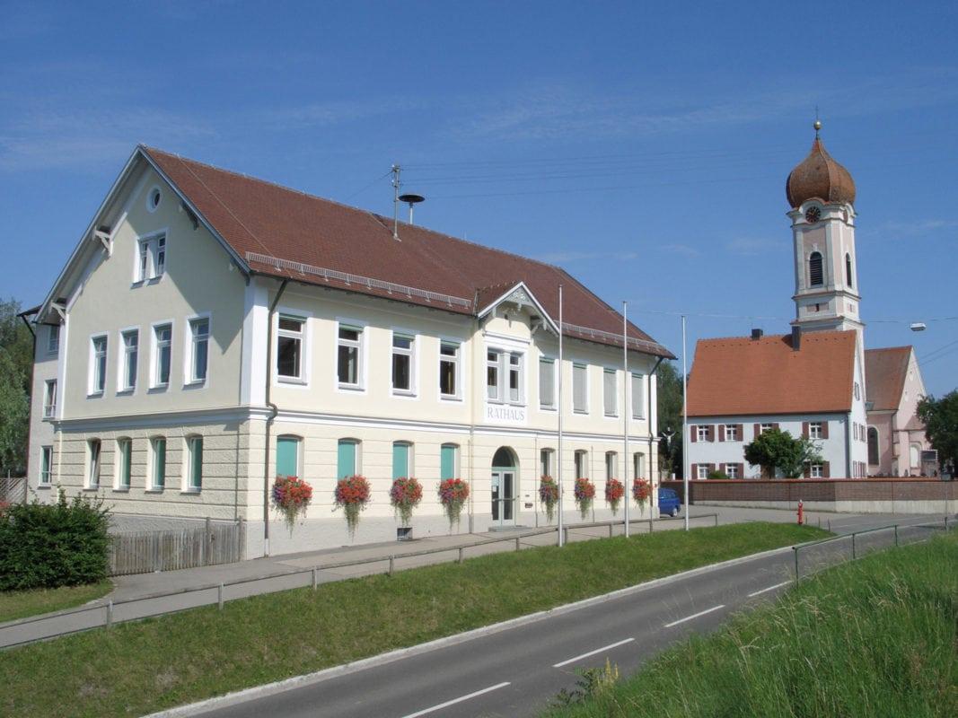 Heimertingen Rathaus und Kirche