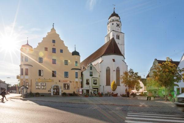 Marktplatz und Stadtpfarrkirche (Höchstädt)
