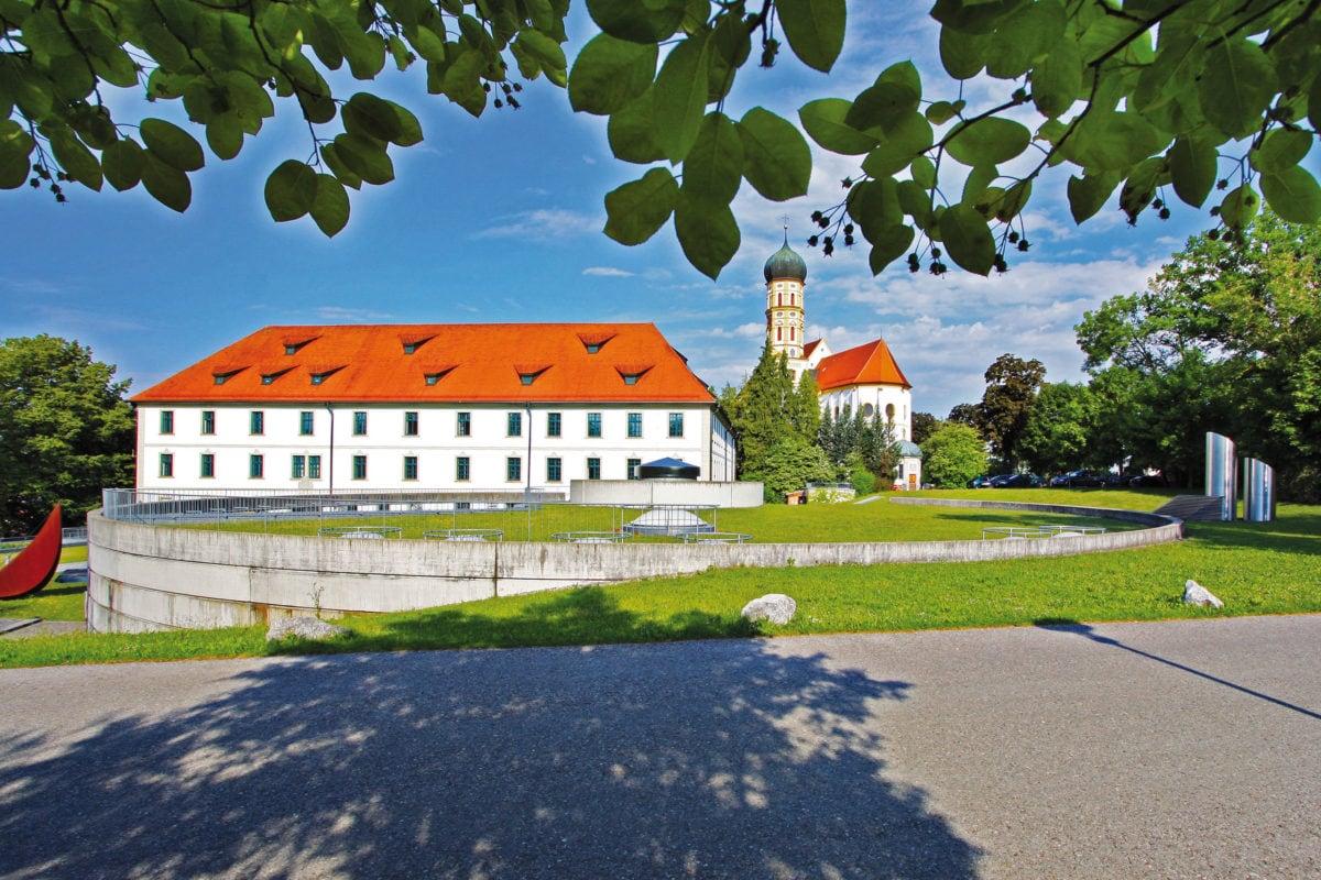 Marktoberdorf Pfarrkirche St. Martin mit Schloss
