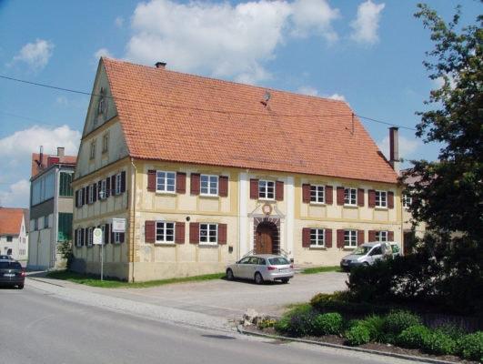 Frühklassizistischer Gasthof (Oberroth)