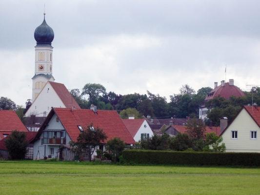 Waal Kirche mit Schloss